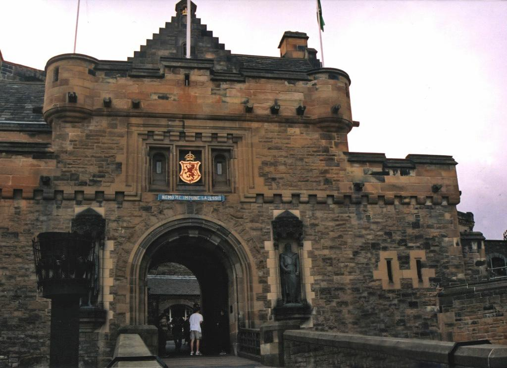 edinburgh castle gate